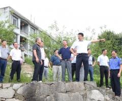 熊亚平:严格落实河长管理制度加强河道治理提升人居环境