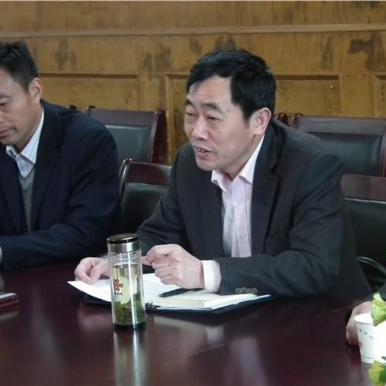 教育局为黄晖董事长和瀛通公司赠送荣誉匾牌