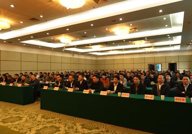 我县召开全县领导干部会议宣布主要领导调整决定